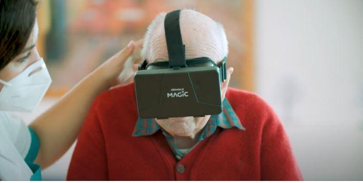Indossi un visore e rivedi la tua città a 360°: il progetto per gli anziani della Fondazione Restelli